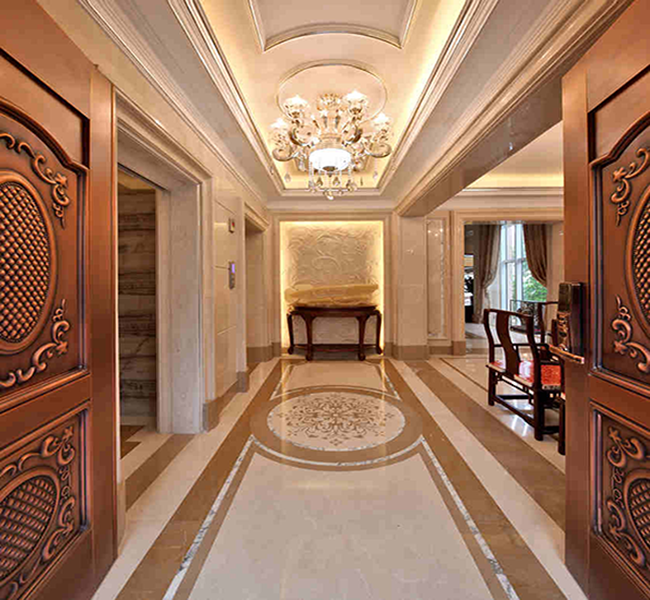 欧式主义风格,大理石的金碧辉煌和米色墙纸的搭配,直线造型和古典精髓