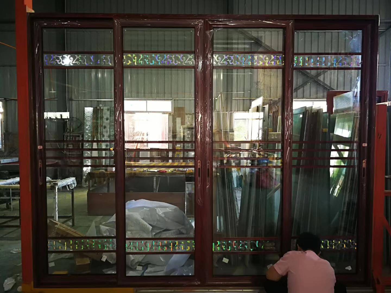 铝合金窗是由铝合金建筑型材制作框,扇结构的窗,分普通铝合金门窗和
