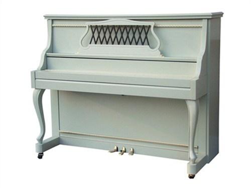 亮光演奏钢琴