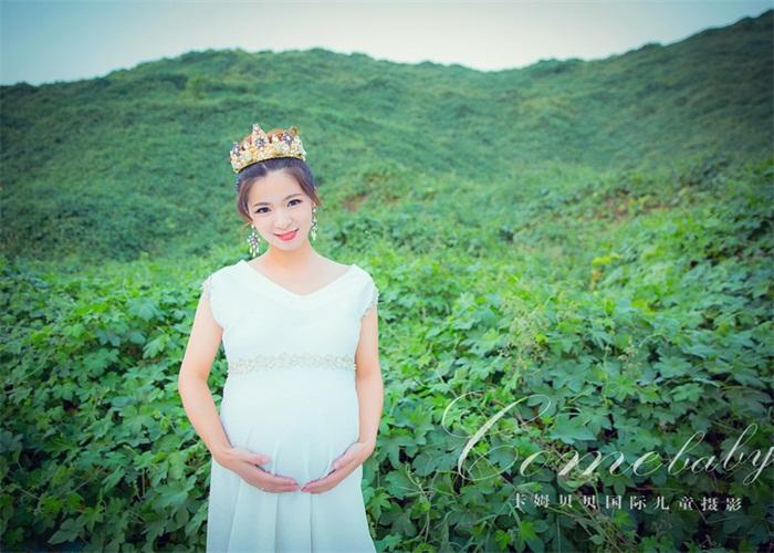 女人一生相当美丽的两个时刻,一次是为某人身披嫁衣,一次是为某人孕育爱的结晶,留下相当幸福甜蜜的回忆。河南卡姆贝贝国际儿童摄影为美而生,用作品展现女人一生中相当难忘的美丽时刻,圆润的曲线是母爱相当初的诠释。十个月,你在甜蜜中,等待着宝宝的到来。 亲爱的宝贝,从你在妈妈肚子里开始,惠济区孕妇照性价比出众,我们两个人就要变成三个人了。怀孕,惠济区孕妇照性价比出众,是一个女人生命中相当美的时刻,母爱是相当自然的。从婴儿在母体成形那天开始,慈母的心灵早在怀孕的时候就同婴儿交织在一起了。 孕育是一场刻苦铭心的旅程,此