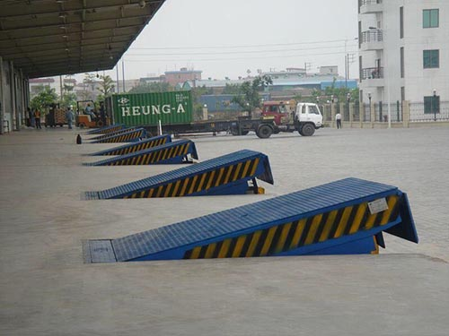 上海固定登车桥报价 托普供应