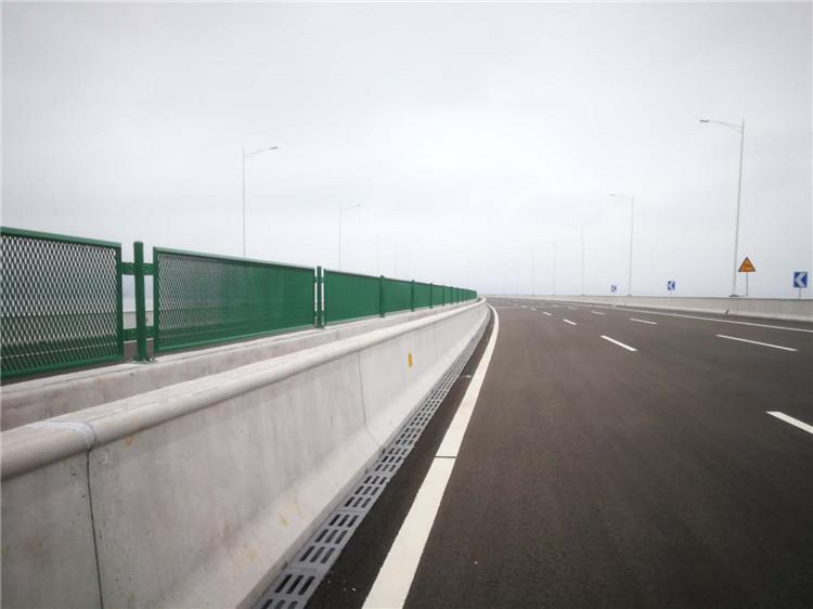 马路隔离护栏价格 厦门宏乾交通设施工程供应