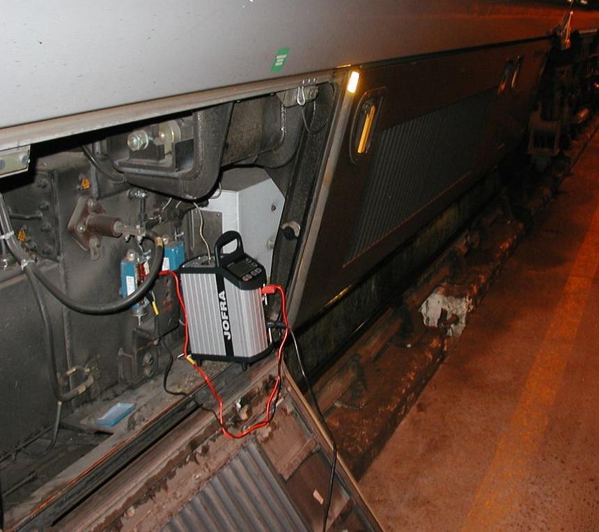 方法之一,必须安装轴温监测报警系统对动车组转向架的轴温进行监测