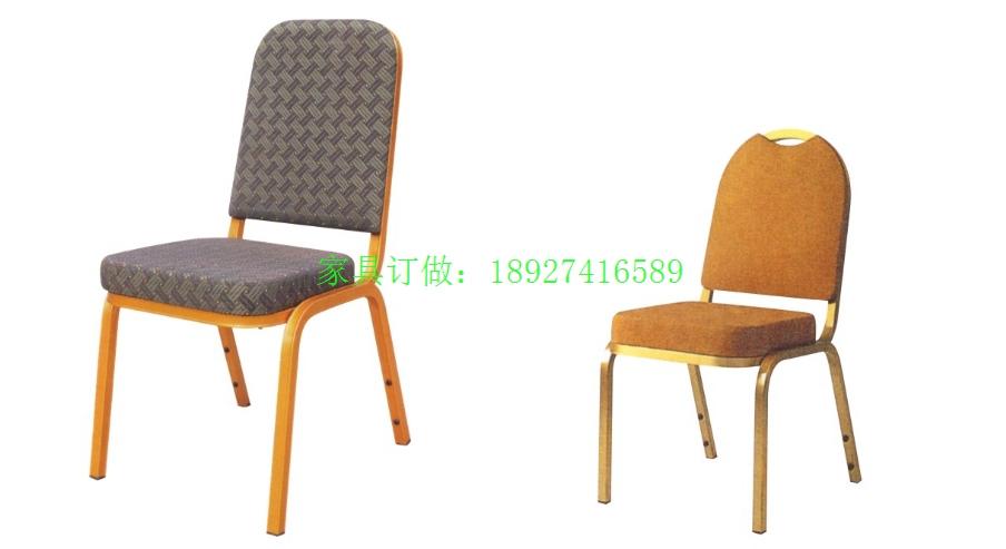 酒店餐桌椅是酒店椅的一种。酒店餐桌椅的分类:酒店实木餐椅、酒店儿童餐椅、酒店金属餐椅、酒店圈椅。其中酒店金属餐椅按材质又分为酒店铝合金餐椅、酒店钢铁餐椅。酒店餐桌椅的材料:扶手脚常见材料有铝合金,不锈钢,铁,实木;座面为钢板或木板加泡沫棉。产品颜色:餐椅颜色及布料均可按客户需求的风格作搭配和选择。座包:高密度PU定型海绵座包,密度55-60,厚度60mm(可调整软、硬度) 产品介绍:v顾名思义就是主题材质用实木做框架,外加高密度PU定型海绵做成的餐椅。酒店餐桌椅具有清晰的木纹,令人想到有种回归大自然的感觉