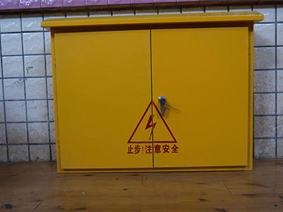 注意:若是固定式配电箱,一般在室外,应设置围栏,加上防雨防砸的措施.图片
