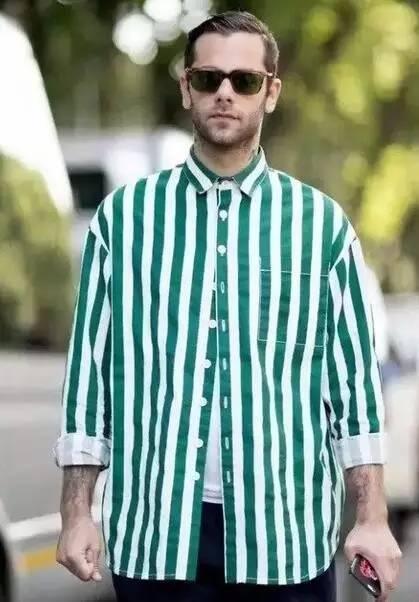 定制衬衫与领带的时尚搭配