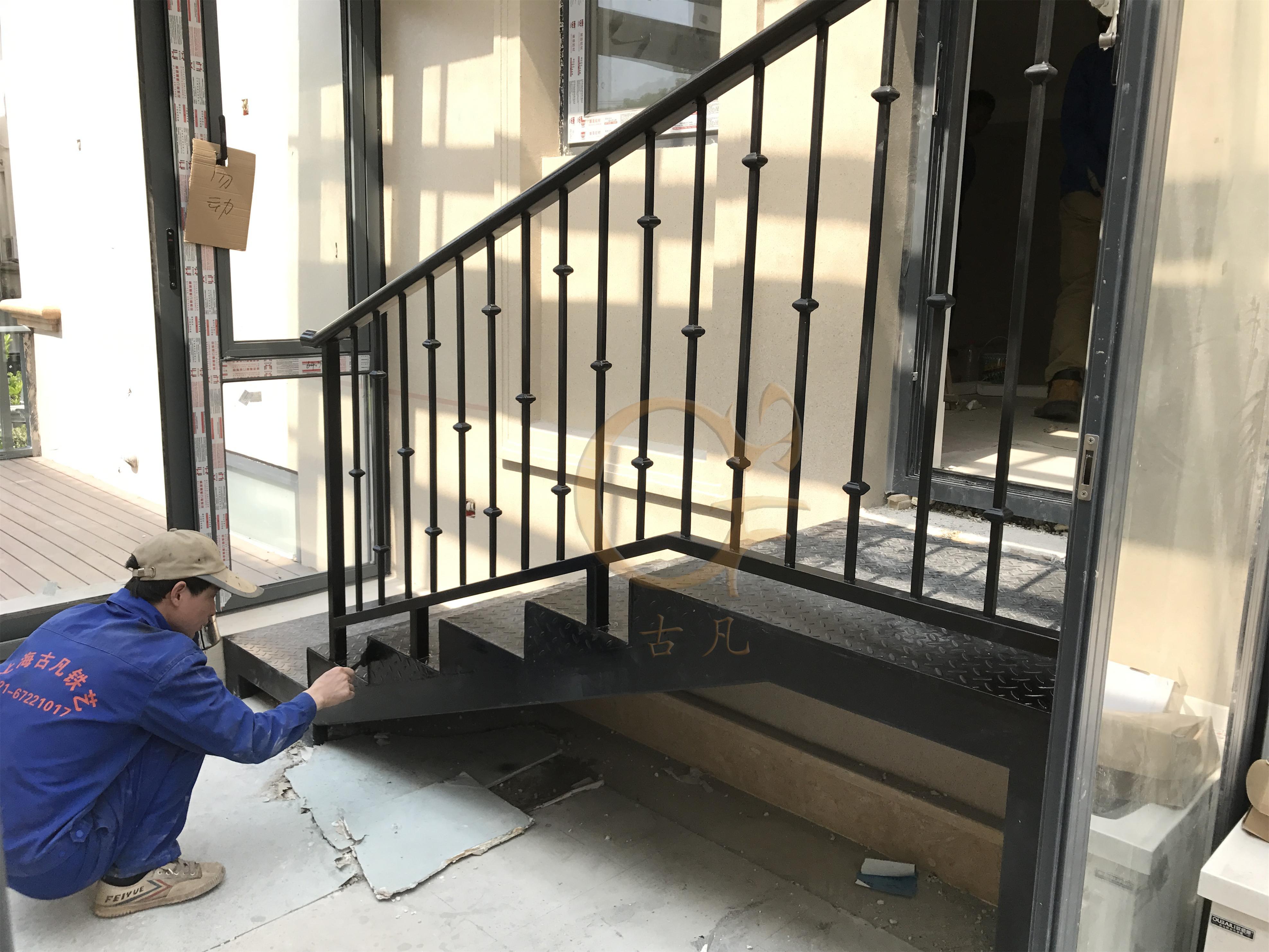 铁艺楼梯栏杆图片