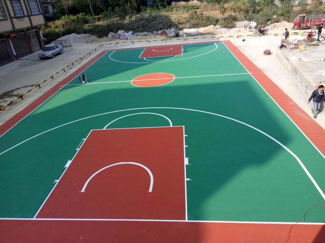 3,最后就是按相当新篮球场标准画线图进行画线,工艺线要用标尺准确