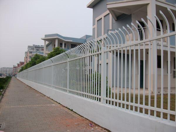单向防攀爬锌钢护栏.jpg
