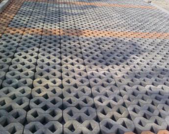 植草砖.png