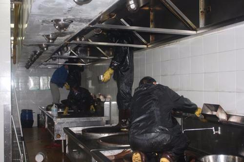 苏州良致具有专业资质清洗厨房油烟管道净化器