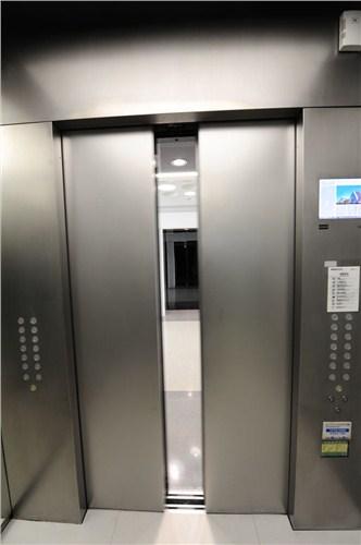 电梯失控怎么办?其实现在电梯比你想象中的安全!